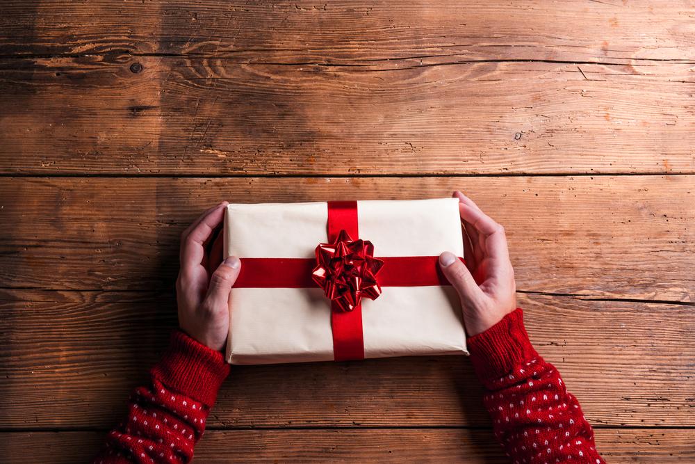 Los beneficios de regalar cuando menos se lo esperan